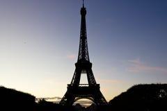 Torre Eiffel no crepúsculo Imagens de Stock Royalty Free