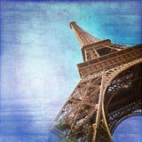 Torre Eiffel no estilo azul do vintage do fundo, Paris imagens de stock royalty free