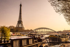 Torre Eiffel no por do sol Imagem de Stock Royalty Free