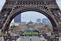 Torre Eiffel ocupada em Paris, França Imagem de Stock