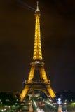 Torre Eiffel, Parigi alla notte Immagine Stock Libera da Diritti