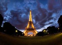 Torre Eiffel a Parigi alla notte Immagine Stock