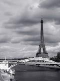 Torre Eiffel, Parigi il giorno nuvoloso Fotografia Stock