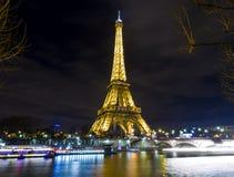 Torre Eiffel pela água Fotografia de Stock Royalty Free