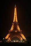 Torre Eiffel por noche Fotografía de archivo libre de regalías