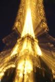 Torre Eiffel por noche Fotos de archivo libres de regalías