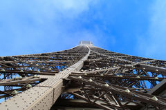 Torre Eiffel - strada al cielo, Parigi, Francia, l'11 gennaio 2014 Fotografia Stock