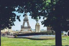 Torre Eiffel - tiro do curso das caminhadas da cidade de Paris França Imagens de Stock Royalty Free