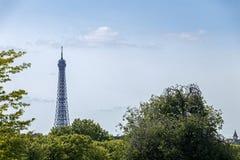 A torre Eiffel uma dos marcos os mais ic?nicos de Paris localizou no Champ de Mars em Paris, Fran?a fotografia de stock royalty free