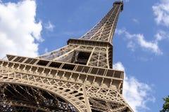 A torre Eiffel uma dos marcos os mais ic?nicos de Paris localizou no Champ de Mars em Paris, Fran?a imagens de stock royalty free