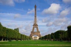 A torre Eiffel. Verão Fotos de Stock Royalty Free