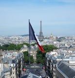 Torre Eiffel y bandera francesa Foto de archivo libre de regalías