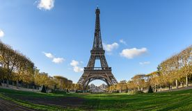 Torre Eiffel y campo de Marte foto de archivo