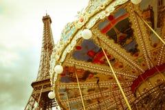 Torre Eiffel y carrusel Fotos de archivo