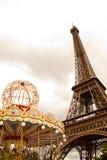 Torre Eiffel y carrusel Imagen de archivo libre de regalías
