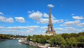 Torre Eiffel y el río Sena en París imagen de archivo libre de regalías