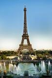 Torre Eiffel y fuentes Imagen de archivo libre de regalías