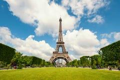 Torre Eiffel y jardines Foto de archivo libre de regalías