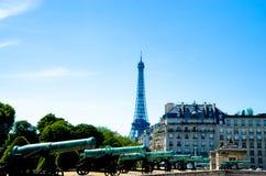 Torre Eiffel y Les Invalides Fotografía de archivo libre de regalías