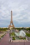 Torre Eiffel y los jardines del Trocadero imagen de archivo libre de regalías