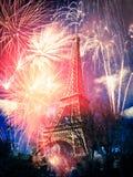 Torre Eiffel y x28; París, France& x29; con los fuegos artificiales Fotos de archivo