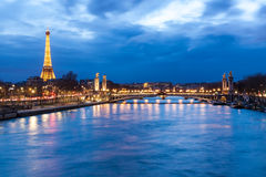 Torre Eiffel y Pont Alejandro III Fotografía de archivo libre de regalías