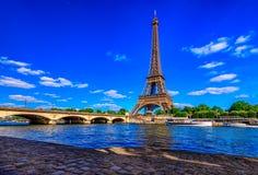 Torre Eiffel y río el Sena de París en París, Francia fotografía de archivo libre de regalías