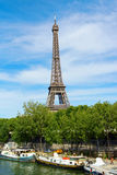 Torre Eiffel y río el Sena en París, Francia Fotografía de archivo libre de regalías