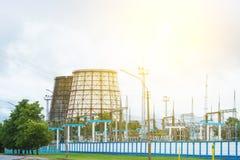 Torre eléctrica de la estación y de enfriamiento, energía fotografía de archivo libre de regalías