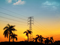 Torre elétrica da grande opinião do por do sol Fotos de Stock