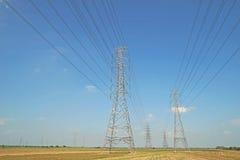 Torre elétrica de alta tensão fotografia de stock royalty free