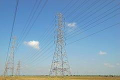 Torre elétrica de alta tensão fotos de stock royalty free