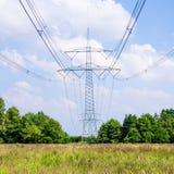 Torre elétrica na paisagem fotos de stock