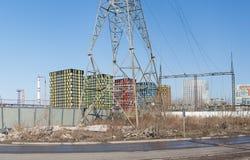 Torre elettrica ad alta tensione contro il cielo Fotografie Stock