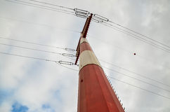Torre elettrica ad alta tensione della trasmissione Immagini Stock