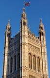 Torre en el edificio del parlamento británico Fotografía de archivo libre de regalías