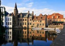 Torre en el río en Bélgica Fotos de archivo