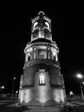 Torre en la noche fotos de archivo