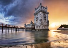 Torre en la puesta del sol, Lisboa - Portugal de Lisboa, Belem fotos de archivo