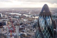 Torre famosa do pepino de Londres com uma ponte da torre em um fundo Imagem de Stock Royalty Free