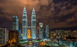 Torre gêmea iluminada de Petronas foto de stock