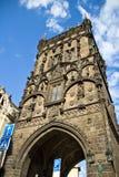 A torre gótico do pó igualmente conhecida como Prasna Brana no velho Imagem de Stock
