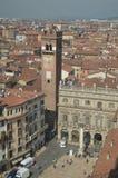 Torre Gardello visto de la torre de Dei Lamberti en Verona Viaje, días de fiesta, arquitectura 30 de marzo de 2015 Región de Vero imagenes de archivo