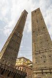 Torre Garisenda und Turm Degli Asinelli Lizenzfreie Stockbilder