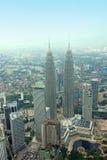 Torre gemela Kuala Lumpur Skyline Aerial View de KLCC Petronal Fotos de archivo