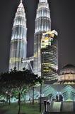 Torre gemella di Petronas alla notte Immagine Stock