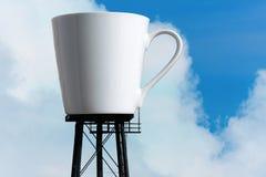 Torre gigante del depósito de la taza de café Imágenes de archivo libres de regalías