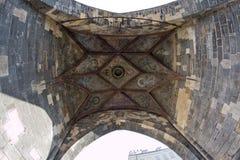 Torre gotica dalla vista dal basso - vista del fish-eye Fotografia Stock