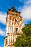 Torre gotica del municipio con l'orologio a Cracovia, Polonia Immagini Stock Libere da Diritti