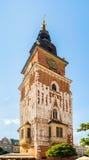 Torre gotica del municipio con l'orologio a Cracovia, Polonia Immagine Stock